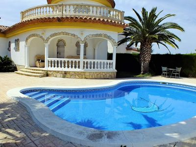 Photo for Stunning private villa for 6 people with private pool, TV and parking