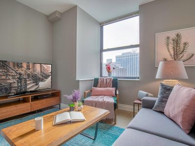Photo for Smart + Sleek FiDi 1BR w/ Lux Gym, Doorman by Blueground