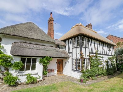 Photo for Fox Cottage, DROITWICH SPA