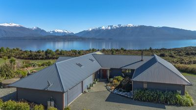 Photo for Loch Vista Lake View Villa Accommodation
