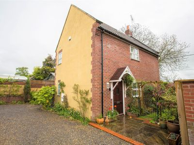 Photo for 3 Bedroom Detached House On The Dorset, Somerset, Wiltshire Borders.
