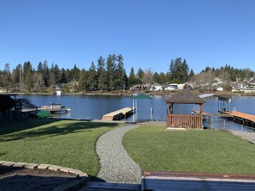 4 BDR/2 BA Waterfront Home located on beautiful Lake Stevens