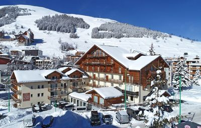 The residence is only 150m from a chairlift.