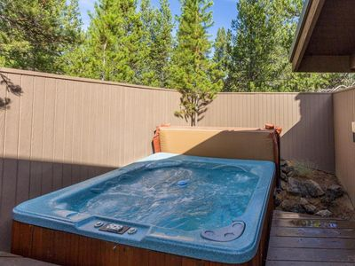 Photo for Sunriver Home for relaxation, 4-bedroom sleeps 10, HOT TUB plus extras