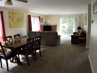 Photo for Clean, cozy, comfy condo with free WiFi & Roku 4K TV; 10 mins from North Conway
