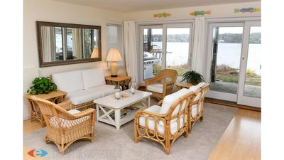 New! Prime Shorefront Cottage with Panoramic Views of the Harbor + Kayaks