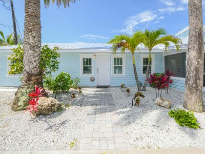 Photo for Tropical Breeze Resort - Large 1 Bedroom Suite w/ Full Kitchen. Short Walk to Siesta Key Village and Beach. INCLUDED: Daily Housekeeping, Bikes, 2 Pools/1 Spa, Beach Chairs, Beach Towels, WiFi, Parking , Games, BBQs and More!