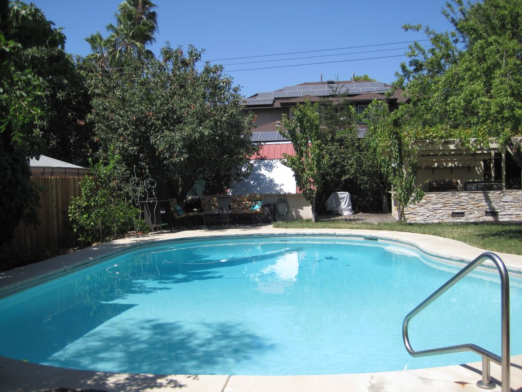 Stand alone guest house pool spa orangevale california for Pool design regrets