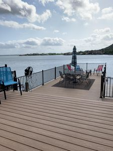BRAND NEW deck, rails and stairs to the lake!