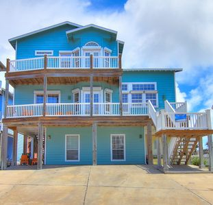 Photo for Sand Point Joint Upstairs is a 3/2 with ocean views, pool, and beach access