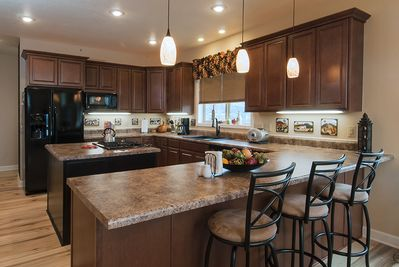 Gourmet kitchen with gas range, microwave, ice maker & all small appliances