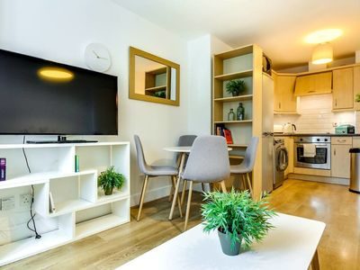 Photo for Chic 1bed sleeps 2 near Waterloo - 1 min to tube