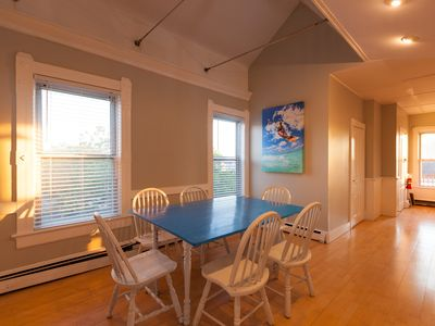 Sunny And Dramatic 4 Bed Perfectly Located In Downtown Newport