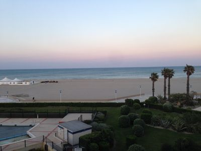 Photo for Apartment 30 meters from the beach without road with pool