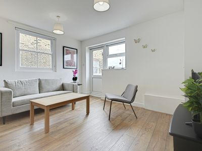 Photo for Stunning 2 Bed Apt w/Rooftop Terrace nr Clapham