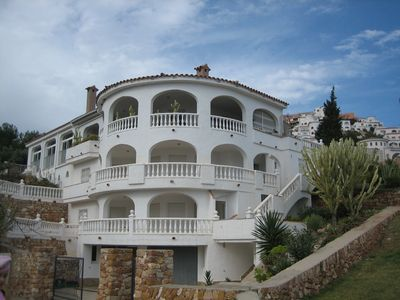 Photo for Luxurious, quiet location, sea view, private pool 6 persons