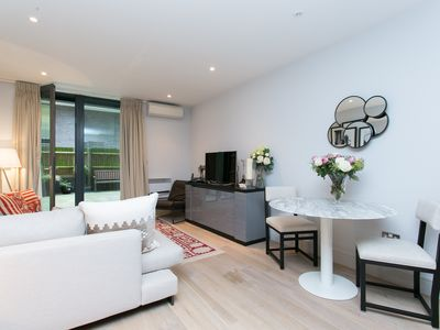 Photo for A contemporary and sophisticated 1 bed, near the iconic London Bridge (Veeve)