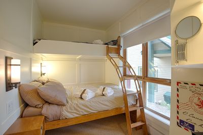 Double bedroom with murphy bunk bed set up.