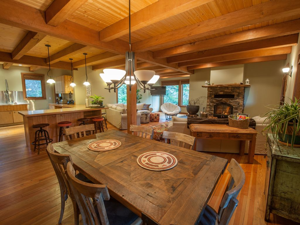 The nook in tofino beautiful spacious inlet getaway close to tofino house rental nvjuhfo Image collections