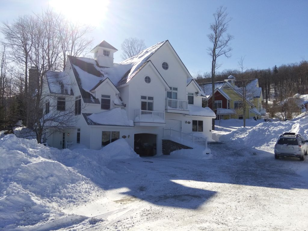 Stratton mountain solstice luxury 5 bedroom ski in out for Stratton house