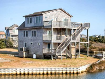 Canalfront Oasis w/ Boat Dock, 2 Kayaks, Hot Tub, Game Rm, Cmty Pool & Tennis