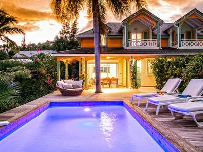 2 bedrooms, private pool and sea view