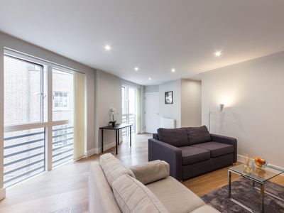 Photo for CENTRAL LONDON - BY SAINT PAUL'S CATHEDRAL AND BLACKFRIARS-  MODERN 2BR FLAT!