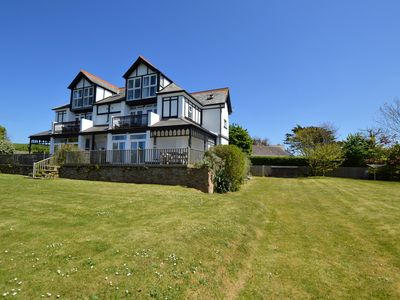 Photo for 3 Bed Ground floor apertment minutes from the Beach!