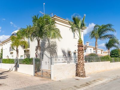 Photo for Unique 3 Beds Villa in Blue Water Bay Village