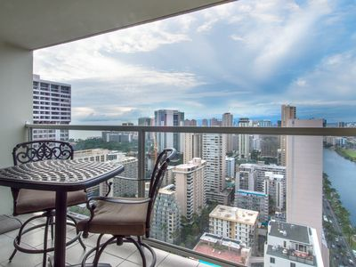 Photo for Ocean view studio w/ lanai & shared pool/hot tub/gym - in the heart of Waikiki!