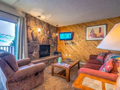 Great Mountain Location With Outdoor Hot Tub!