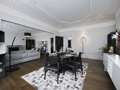 Photo for Luxurious 3-bed apartment in Knightsbridge!