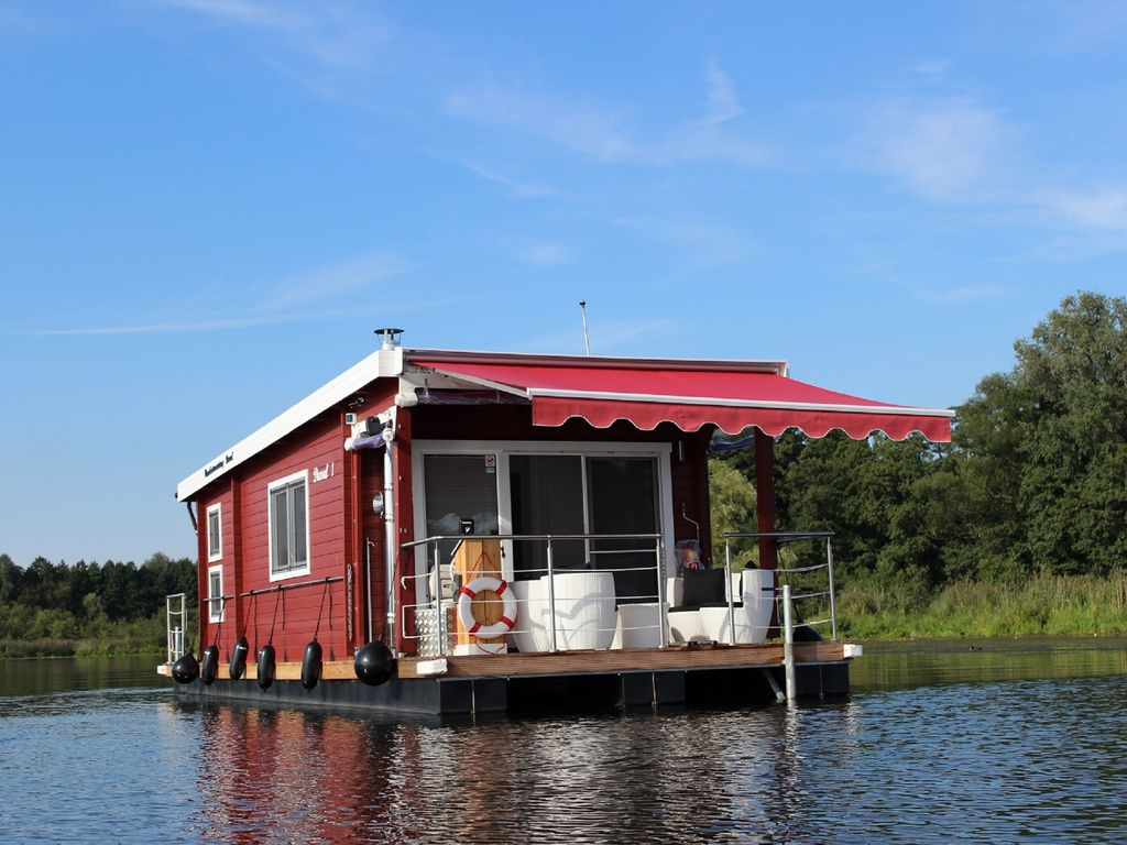 comfortable houseboat in berlin and brandenburg hennigsdorf. Black Bedroom Furniture Sets. Home Design Ideas