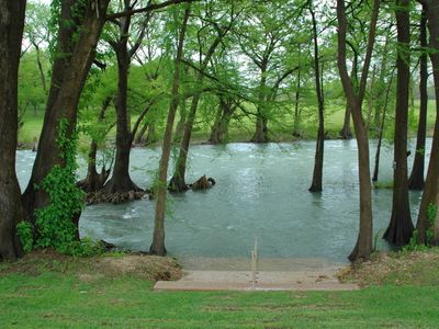 Only 3BR river condo with 3 baths On Guadalupe River! By Schlitterbahn!