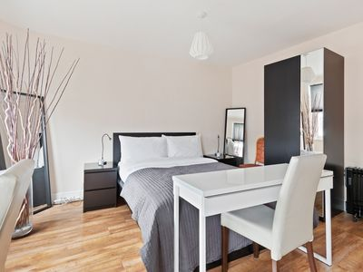 Photo for Bright 1bed studio flat Chalk Farm, 7min to tube