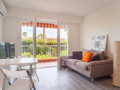 Photo for Renovated studio with direct access to the beach