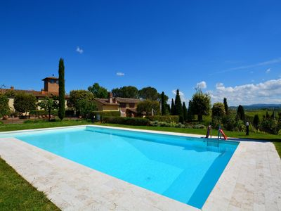 Photo for Beautiful private villa with WIFI, private pool, TV, pets allowed, parking, close to San Gimignano