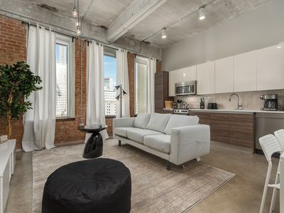 Photo for Dazzling WHITE 2BD with gorgeous view of Downtown