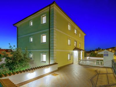 Photo for Lovely apartment with covered  terrace and jacuzzi !