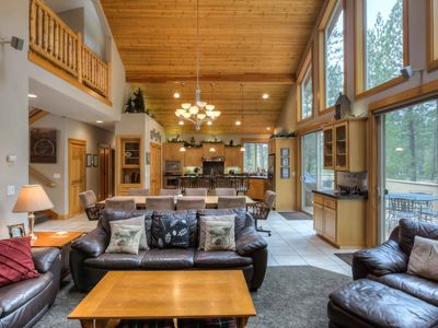 Photo for THNXGVNG SPCL*** Executive 5 Bdrm Lodge, 4 KING Mstrs & 5 Minute Walk to SHARC
