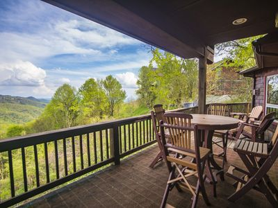 Photo for A Nest With a View - Stunning Views, Updated Kitchen, 5 mins to Blowing Rock