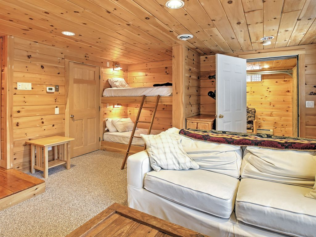3br north conway log cabin w private hot tub north for Log cabin with hot tub one night stay
