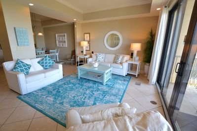 Stylish and luxurious condo with awesome views!