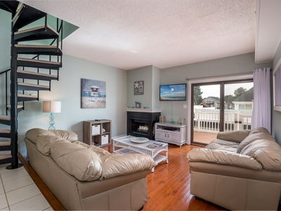 Photo for Gorgeous canal-front 2 BR 1.5 Bath townhouse off 93rd Street with dock!