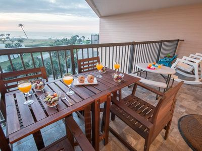Photo for Top-Floor Ocean View! 3 resort pools (heated) King bed! Hot tub! Large balcony!