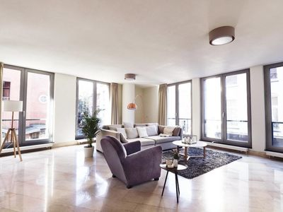 Bright, spacious apartment in the city center