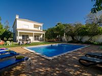 Lovely spacious villa with everything you need to hand.