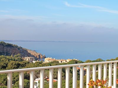 Photo for Bella: Spacious apartment with stunning sea views in Cala Montgó