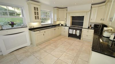 Witsend - Four Bedroom House, Sleeps 8