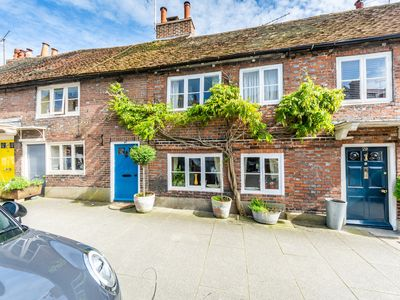 Photo for Picturesque cottage in the heart of Arundel sleeps 4/5